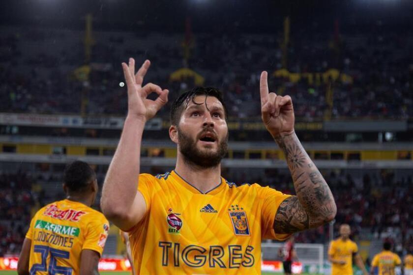 El jugador de Tigres, André-pierre Gignac celebra una anotación ante Atlas. EFE/Archivo