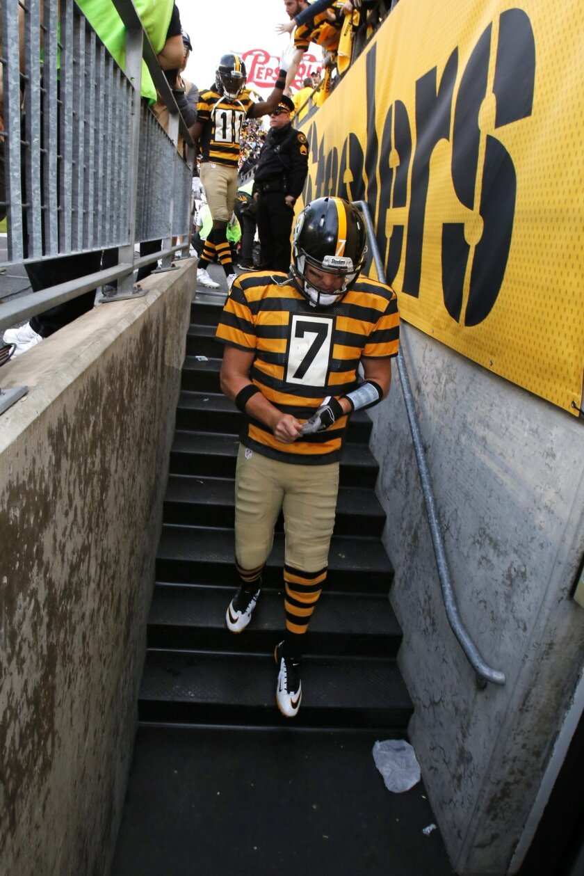 Pittsburgh Steelers quarterback Ben Roethlisberger (7) walks to the locker room after a 16-10 loss to the Cincinnati Bengals in an NFL football game in Pittsburgh, Sunday, Nov. 1, 2015. (AP Photo/Gene J. Puskar)