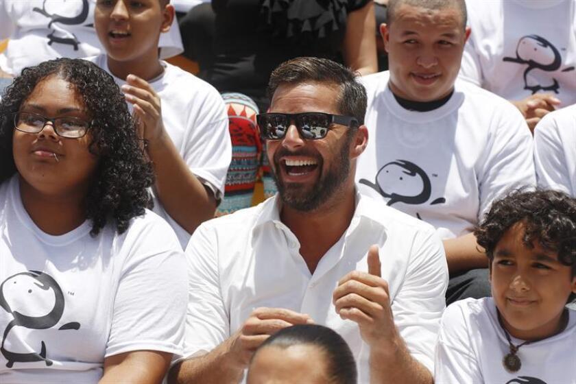 El cantante puertorriqueño Ricky Martin. El Departamento de la Familia, en alianza con la Fundación Ricky Martin (FRM), capacitan a 500 jóvenes custodios de la agencia gubernamental sobre la trata humana, el segundo crimen más lucrativo en el mundo que genera 150.000 millones de dólares de beneficios ilegales. EFE/Archivo