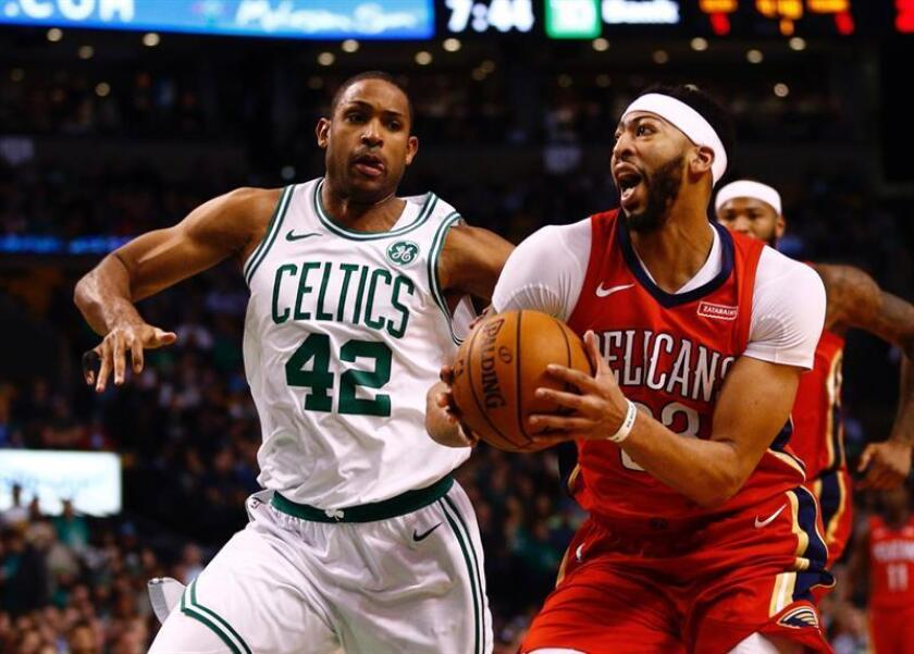 El jugador Al Horford (i) de Boston Celtics. EFE/Archivo