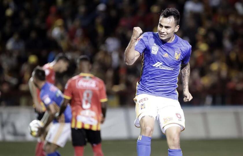 El delantero argentino Lucas Zelarayán, de los Tigres UANL del fútbol mexicano, aseguró hoy que su equipo trabaja confiado en alcanzar el mejor fútbol en la parte final del torneo Clausura 2018 con la idea de ganar el título. EFE/ARCHIVO