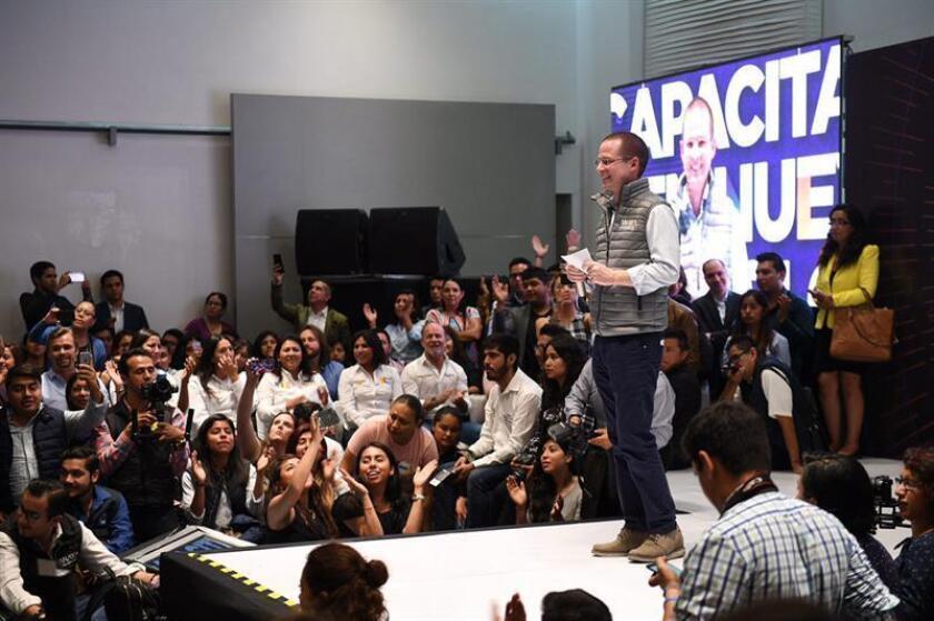 Fotografía cedida del candidato a la Presidencia de México por la alianza Acción Nacional (PAN, conservador), de la Revolución Democrática (PRD, izquierda) y Movimiento Ciudadano (MC, de izquierda), Ricardo Anaya, hoy, jueves 5 de abril de 2018, en un acto de campaña en la ciudad de Amozoc, en el estado de Puebla (México). EFE/PRENSA ANAYA/ SOLO USO EDITORIAL