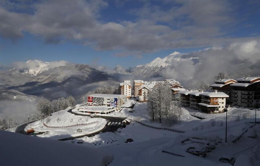 Las pruebas de descenso y Supergigante que fueron canceladas en Rosa Khutor (Rusia) donde pese a la mejoría del tiempo en las últimas horas, la organización no ha podido acondicionar los 152 centímetros de nieve caídos desde el pasado martes hasta el sábado. EFE