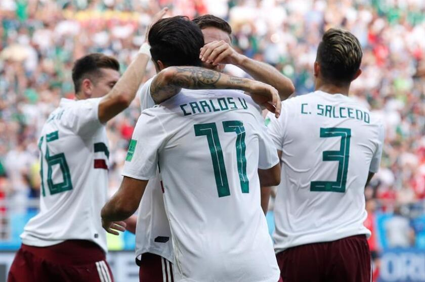 Carlos Vela of Mexico celebrates with team mates after converting a penalty during the FIFA World Cup 2018 group F preliminary round soccer match between South Korea and Mexico in Rostov-On-Don, Russia, 23 June 2018. EFE