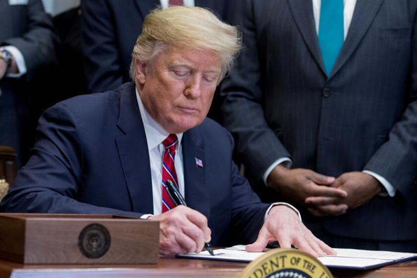 US President Donald Trump advised the Federal Reserve in a statement not to raise interest rates at its meeting this week, given the strength of the dollar and an almost total absence of inflation. EFE-EPA/Michael Reynolds/File