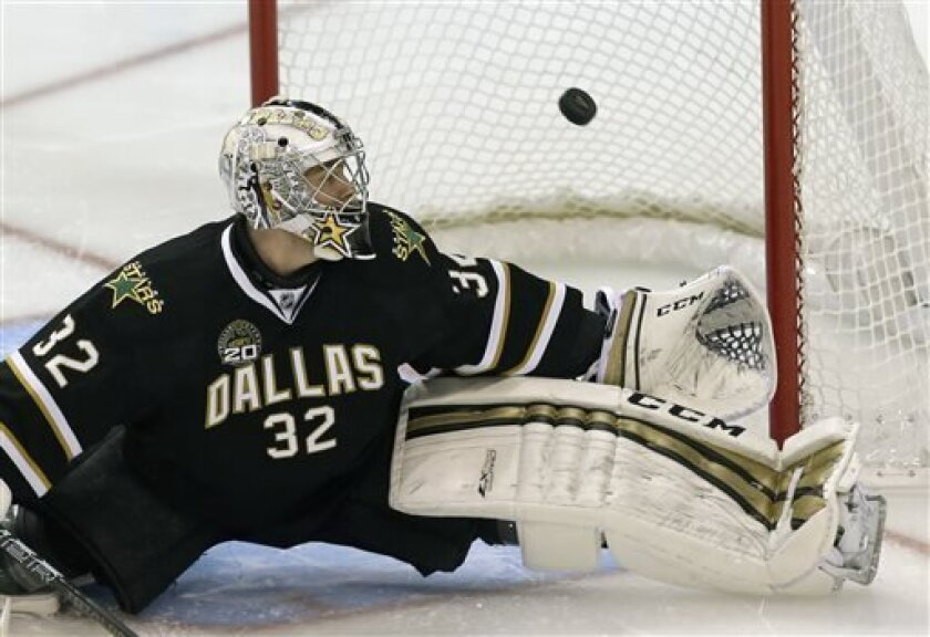 Dallas Stars goalie Kari Lehtonen (32), of Finland, makes a save against the Anaheim Ducks during the first period of an NHL hockey game in Dallas on Monday April 1, 2013. (AP Photo/Mike Fuentes)