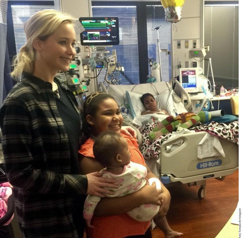 Navidad, Jennifer Lawrence, niños. emfermos, Navidad, regalos