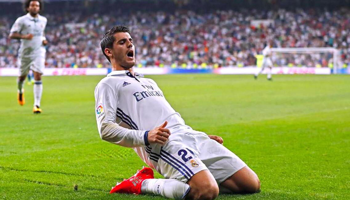 Álvaro Morata celebra tras marcar su primer gol en la liga española tras regresar al Real Madrid, en el sufrido triunfo del equipo blanco (2-1) sobre el Celta de Vigo.