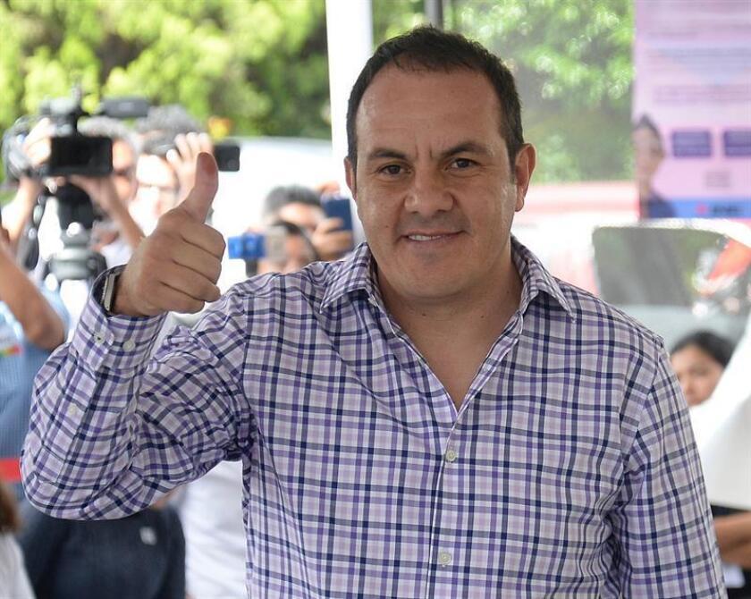 El exjugador de fútbol Cuauhtémoc Blanco posa para una fotografía después de acudir a votar el domingo, 1 de julio de 2018, en la ciudad de Cuernavaca, en el estado de Morelos (México). EFE/Archivo