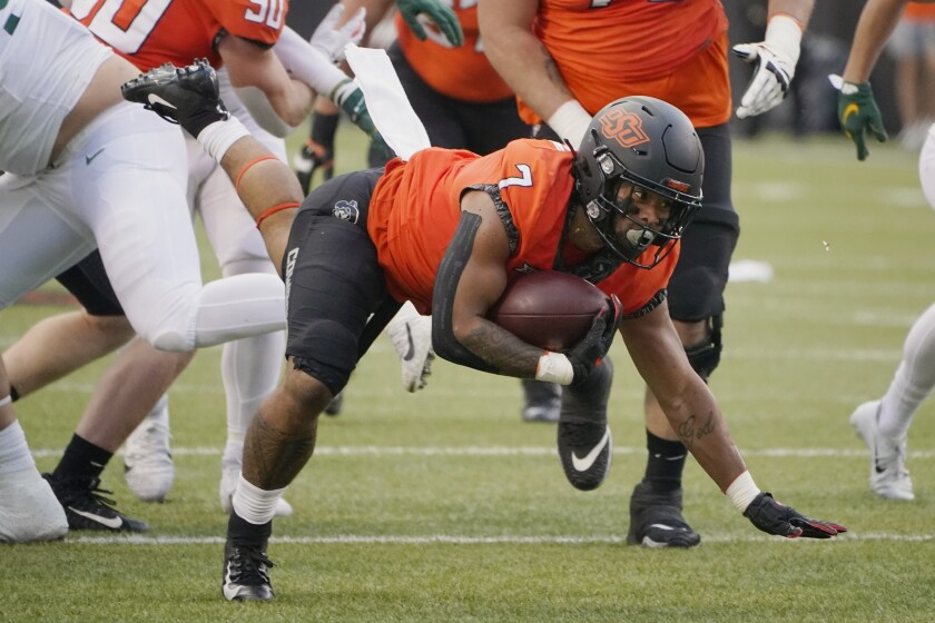 Oklahoma State running back Jaylen Warren (7) carries in the first half of an NCAA college football game against Baylor, Saturday, Oct. 2, 2021, in Stillwater, Okla. (AP Photo/Sue Ogrocki)