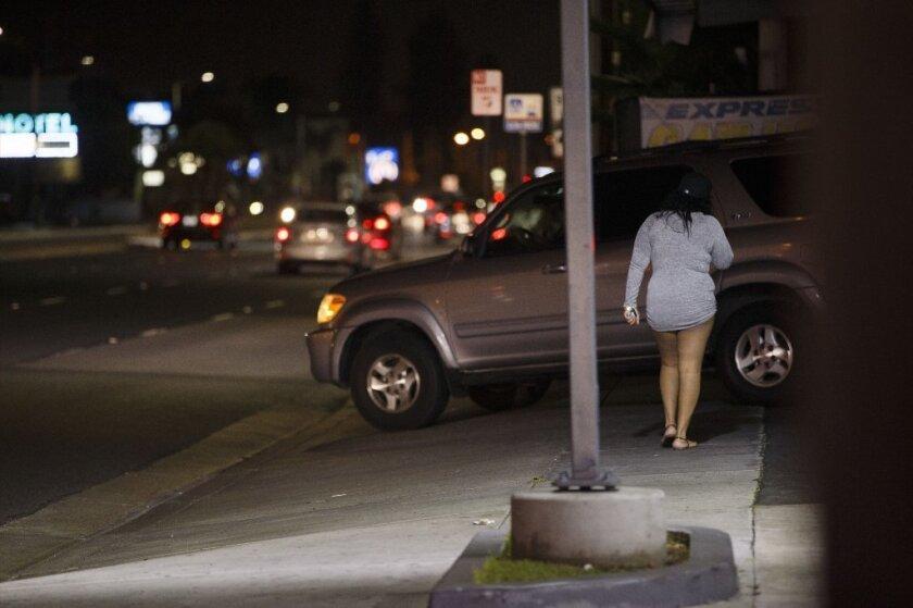 El Departamento de Policía de Los Ángeles (LAPD) afirma que su Equipo Operativo contra el Tráfico Humano rescató a 10 víctimas de la trata de personas en el 2016.