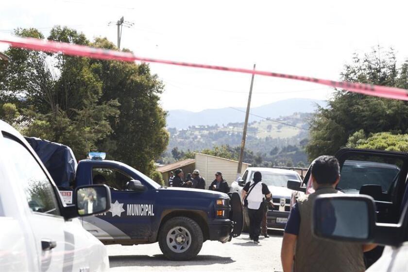 La esposa de un alcalde mexicano que se encuentra prófugo fue detenida este martes durante un operativo policial por presuntos vínculos con el robo de combustible en el céntrico estado mexicano de Puebla, informaron hoy las autoridades. EFE/Archivo
