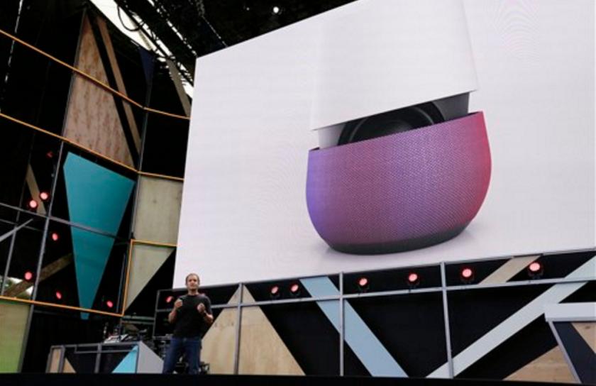 """ARCHIVO -El vicepresidente de Google Mario Queiroz presenta el nuevo Google Home durante la conferencia Google I/O en Mountain View, California. Google lanzó el martes, 4 de octubre del 2016, un fuerte reto a Apple y Samsung, presentando su nueva línea de celulares llamada Pixel, que están diseñados para dar prominencia a un ayudante digital que la compañía llama """"Google Assistant"""". (AP Photo/Eric Risberg, File)"""