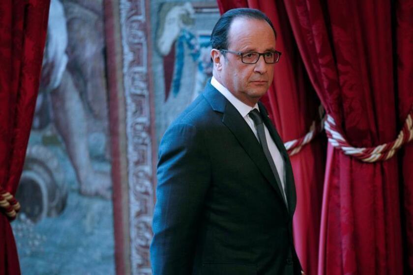 París abrió hoy su muy anunciado centro de acogida para inmigrantes, con el que la alcaldesa, la socialista Anne Hidalgo, quiere afrontar el reto de los demandantes de asilo y acabar con los campamentos precarios que proliferan en la capital.