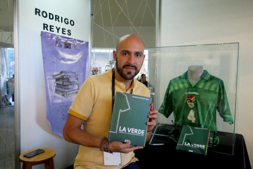 """""""La Verde"""", la historia de la selección boliviana contada con 74 camisetas"""
