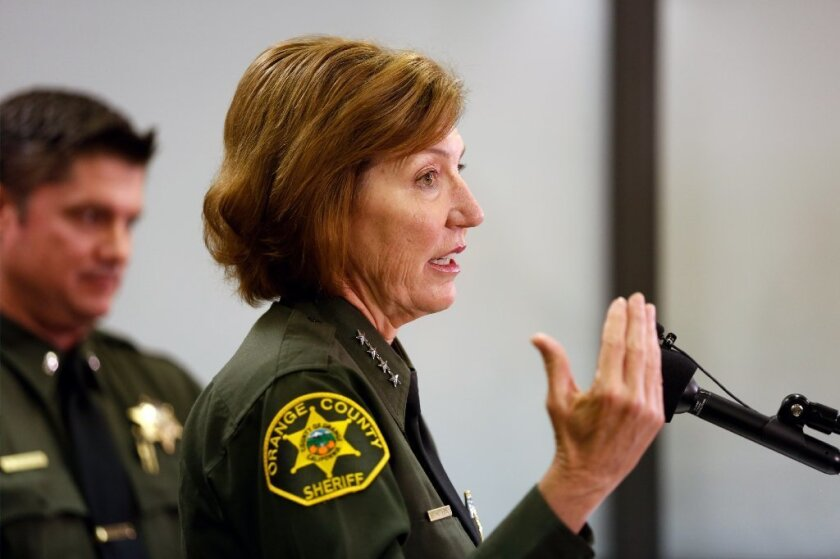 Jefa del sheriff de OC revela fallo que ocasiona grabado de llamadas de reos ilegal.
