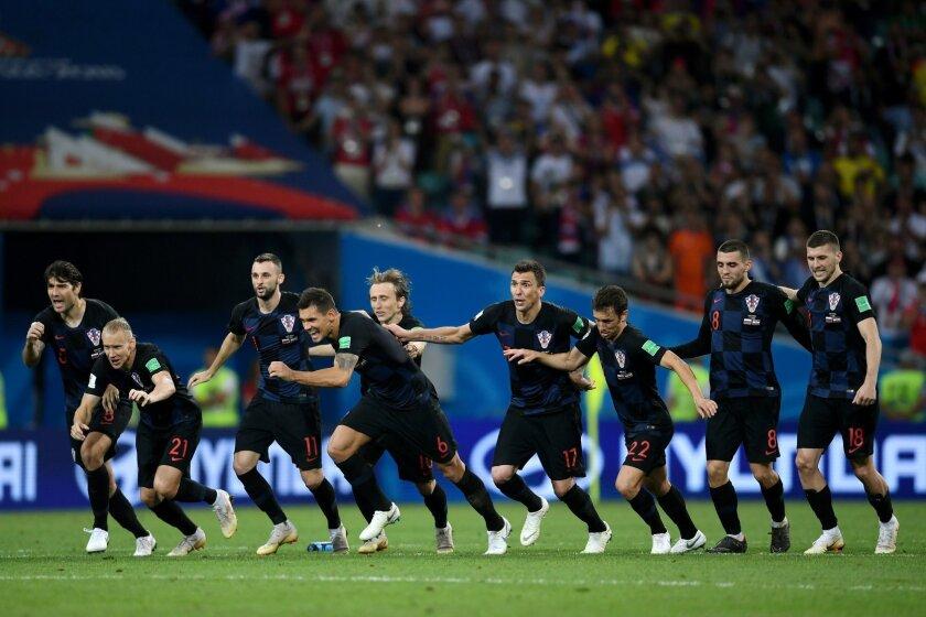 Los croatas festejan tras ganar el boleto a la final de la Copa del Mundo.