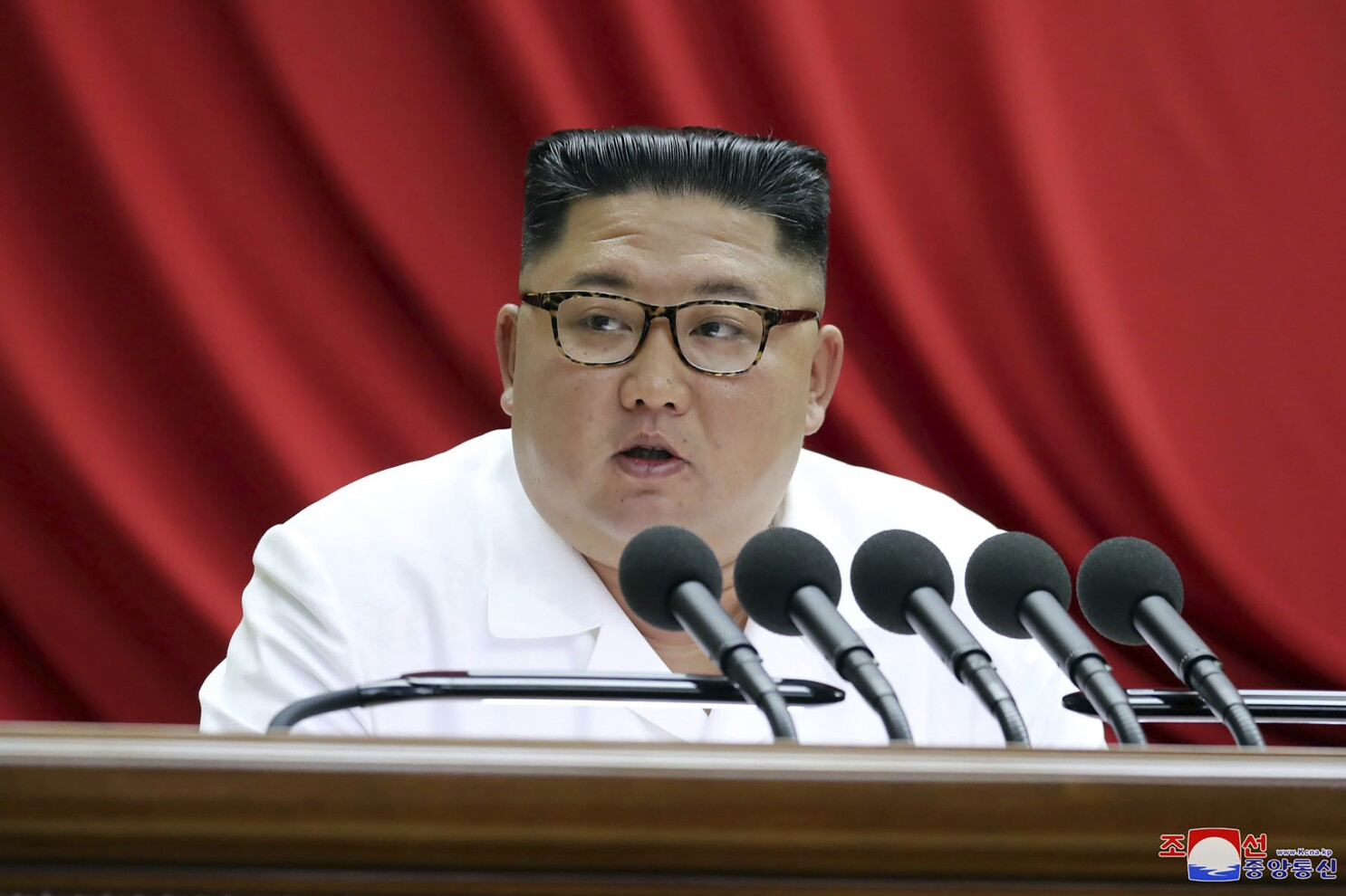 North Korea Leader Kim Jong Un Promises A Look At A New Weapon Los Angeles Times