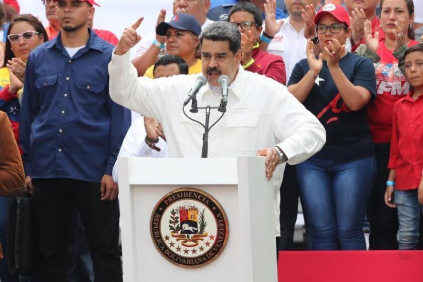 """Amid power outages around Venezuela that have continued since last Thursday, Venezuelan President Nicolas Maduro speaks to the hundreds of Chavistas who have just taken part in Saturday's ruling party march in Caracas on March 9, 2019, against """"imperialism"""" and its """"sabotage"""" of the electric system. EFE-EPA/Raul Martinez"""