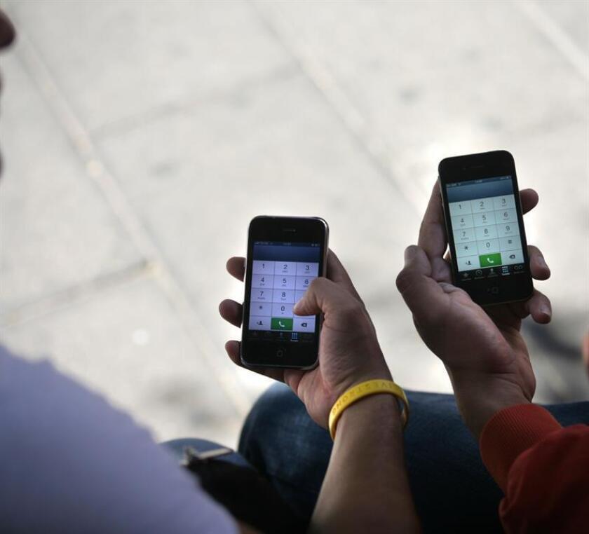 Un total de 2.901 teléfonos celulares que podrían haber sido utilizados en casos de extorsión fueron localizados en siete cárceles de México, informó hoy el Instituto Federal de Telecomunicaciones (IFT). EFE/Archivo