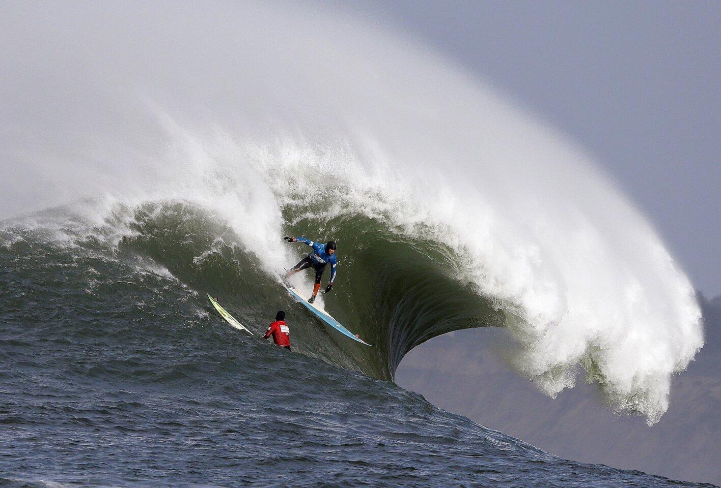 Mavericks International surf contest - 2014