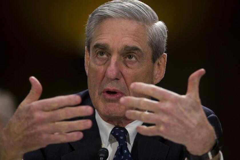"""Trump atacó al equipo encabezado por Mueller un día después de que su abogado personal, John Dowd, pidiera el fin de esa investigación al considerar que fue """"manufacturada"""" por los exdirigentes del FBI por motivos políticos. EFE/Archivo"""