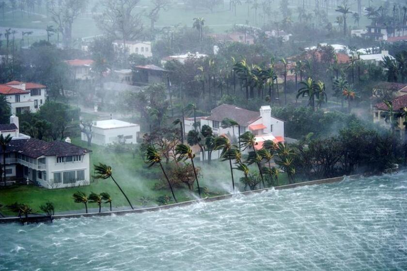 Fotografía del 10 de septiembre de 2017 que muestra el paso del huracán Irma por Miami Beach, Florida (EE.UU.). EFE/Archivo