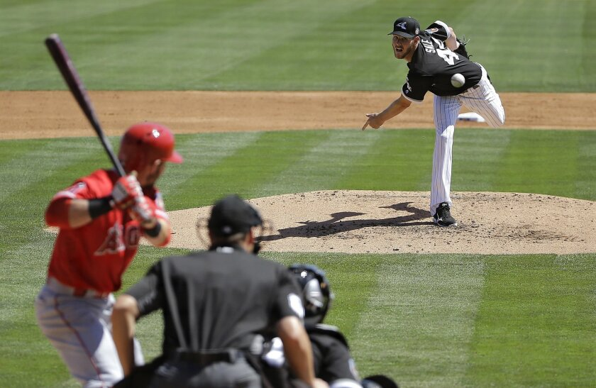Chicago White Sox starting pitcher Chris Sale, right, throws against the Los Angeles Angels during the third inning of a spring training baseball game in Glendale, Ariz., Thursday, March 24, 2016. (AP Photo/Jeff Chiu)