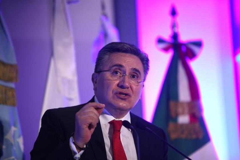 El presidente de la Comisión Nacional de Derechos Humanos (CNDH),Luis Raúl González Pérez, participa en una conferencia de prensa. EFE/Archivo