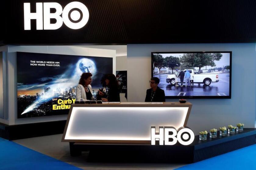 Fotografía de archivo fechada el 16 de octubre de 2017, que muestra a asistentes en el estand de HBO en el MIPCOM anual, en Cannes (Francia). EFE/Sebastien Nogier/Archivo