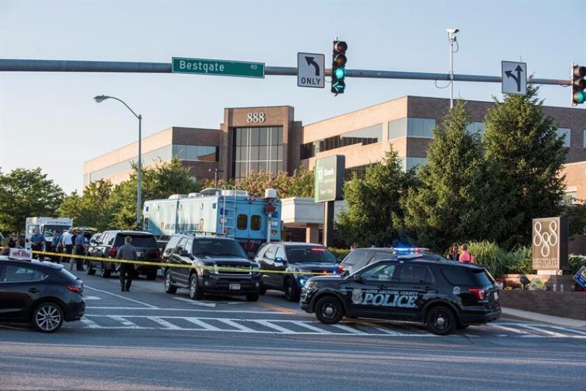La Casa Blanca anunció hoy que tanto sus banderas como las de todos los edificios oficiales de Washington ondearan a media asta en honor a las cinco personas fallecidas por el tiroteo del pasado jueves en el diario Capital Gazette. EFE/Archivo