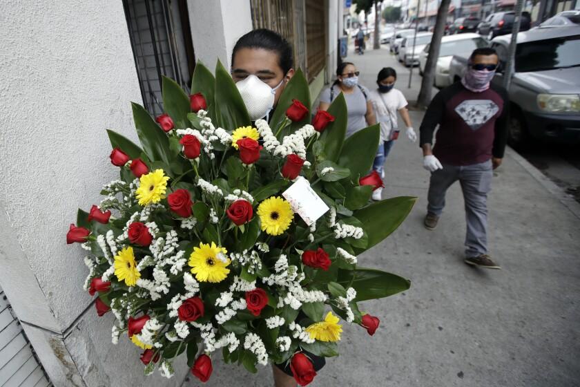 Celebran Día de las Madres a distancia por el coronavirus - San ...