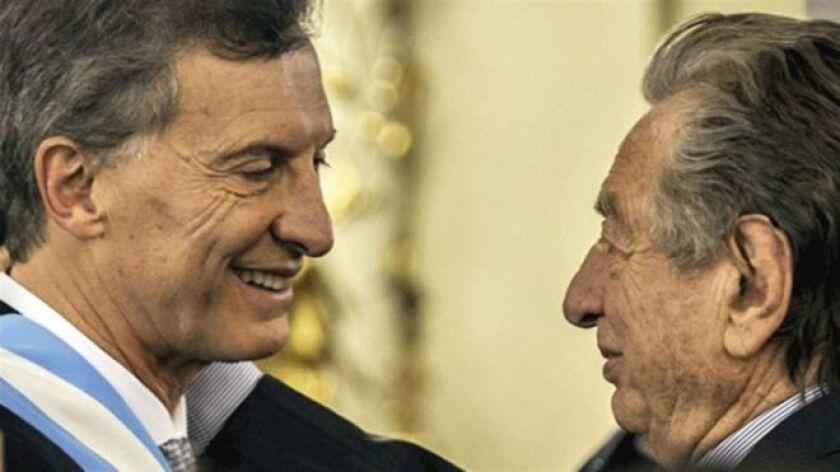 Algunos dicen que Mauricio Macri le perdonó a su padre 70.000 millones de pesos (US$4.500 millones).