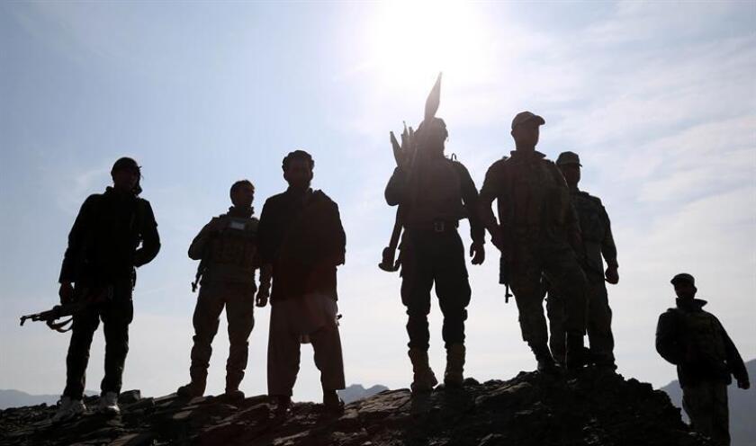 Soldados afganos toman posiciones durante una operación contra militantes del Estado Islámico (EI) en la provincia de Nangarhar (Afganistán). EFE/Archivo