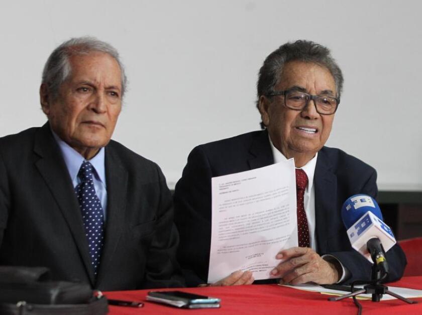 Los Abogados del Chapo Guzmán Juan Pablo Badillo (i) y José Luis González Meza, hoy miércoles en la Ciudad de México. EFE/ Mario Guzmán