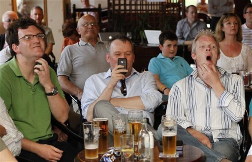 Golfers react as they watch the Masters Golf Championship on  tv at Rory McIlroy's home club of Holywood Golf Club, situated on the outskirts of Belfast, Northern Ireland, Sunday, April, 10, 2011.  (AP Photo/Peter Morrison)