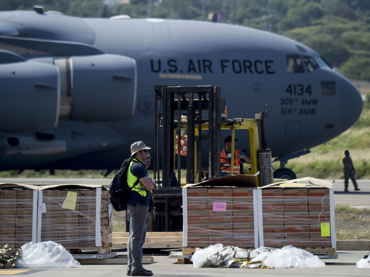 Aid standoff at Colombian-Venezuelan border