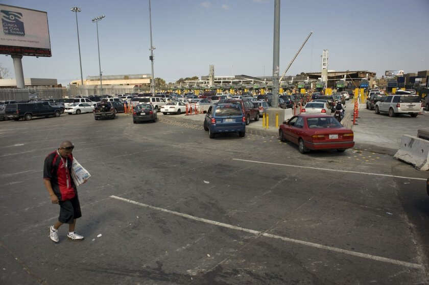Shorter lines last weekend at the San Ysidro border crossing meant fewer sales opportunities for vendors.
