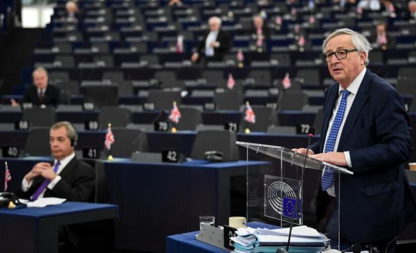 El presidente de la Comisión Europea, Jean-Claude Juncker, da un discurso en el Parlamento Europeo en Estrasburgo (Francia) hoy, 13 de marzo de 2018. EFE