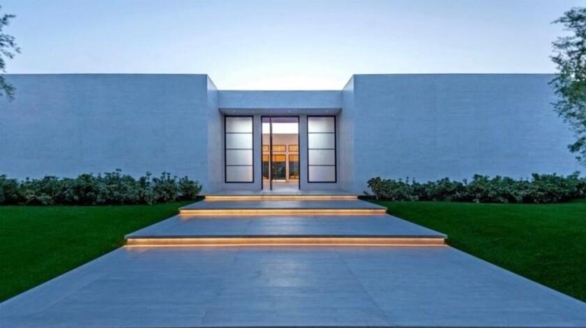 Minimalist mansion in La Quinta