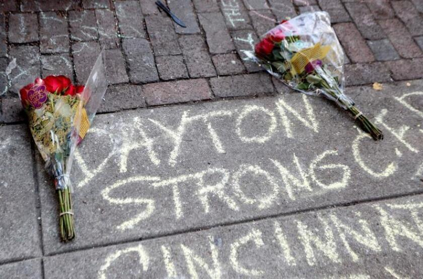 A message is displayed at the the site of a shooting in the Oregon District of Dayton, Ohio, USA, 05 August 2019. EFE/EPA/David Kohl/Archivo