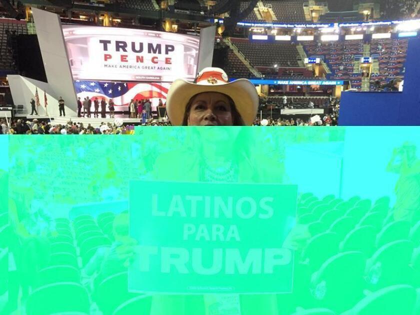 Tan solo el 18 % de los latinos en el estado de Texas votaron por el presidente electo, Donald Trump, dato que se aleja del casi 35 % que determinó la encuesta nacional realizada por Edison Research a la salida de los puestos de votación, según un estudio divulgado hoy. EFE/ARCHIVO