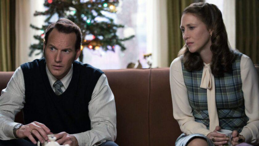"""Patrick Stewart y Vera Farmiga en una escena de """"The Conjuring 2"""", que los encuentra nuevamente bajo las órdenes de James Wan."""