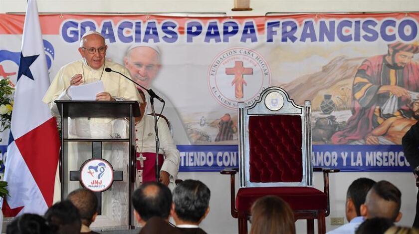 El papa Francisco habla durante un evento en el Hogar del Buen Samaritano de Panamá, uno de los eventos de la Jornada Mundial de la Juventud de este domingo en Panamá. EFE