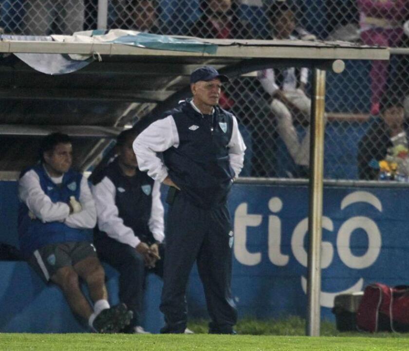 En la imagen, el seleccionador de Guatemala, Walter Claverí. EFE/Archivo