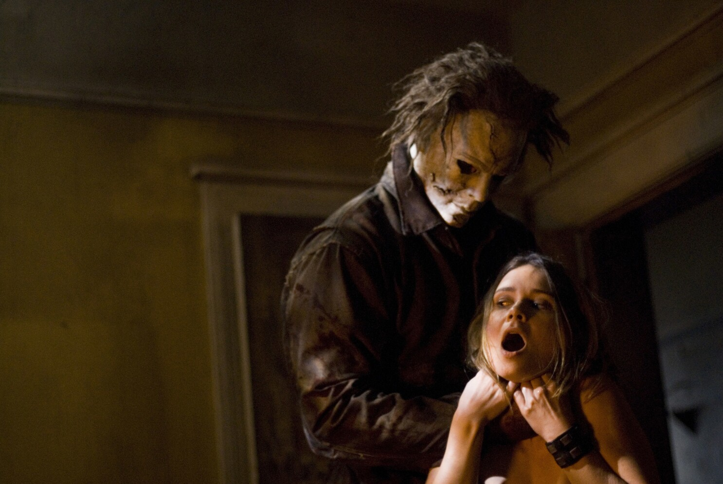 Halloween Returns Saw 3d Scribe To Direct New Michael Myers Movie Los Angeles Times