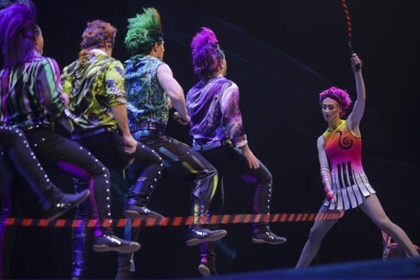 """Fotografía cedida del espectáculo """"Séptimo Día"""" que esta semana presenta el Circo del Sol como un homenaje a la agrupación argentina Soda Stereo, en la que los actos circenses se ajustan a la música y """"no al revés"""". EFE/Carlos Müller/Cirque du Soleil/SOLO USO EDITORIAL"""