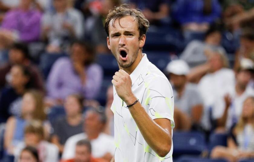 Medvedev sufre ante Koepfer pero pasa a los cuartos de final del Abierto de EE.UU.
