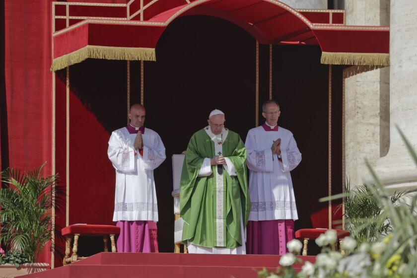 El papa Francisco oficina una misa del Jubileo para catecistas en Ciudad del Vaticano, el domingo 25 de septiembre de 2016. (AP Foto/Andrew Medichini)