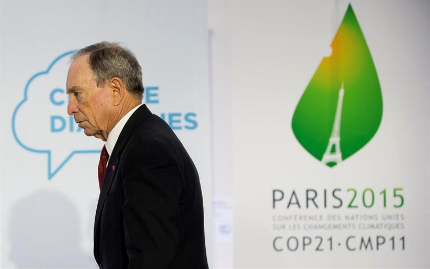 Fotografía de archivo tomada el 4 de diciembre de 2015 que muestra al exalcalde de Nueva York, Michael Bloomberg, durante una rueda de prensa en la Conferencia de Cambio Climático COP21 en Le Bourget al norte de París (Francia). EFE